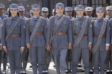 光明日报谈影视剧创作:男兵打发胶、女兵皮肤光洁